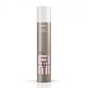 Wella Stay Styled juukselakk kaitseb kuuma ja niiskuse eest.