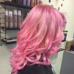 Värvitud juuksed paistavad hästi silma, eriti kui need on mõne erksa värviga tehtud.