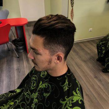 Meeste juukselõikus, pealt vähe pikem